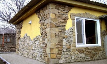 Штукатурка и камень в облицовке дома