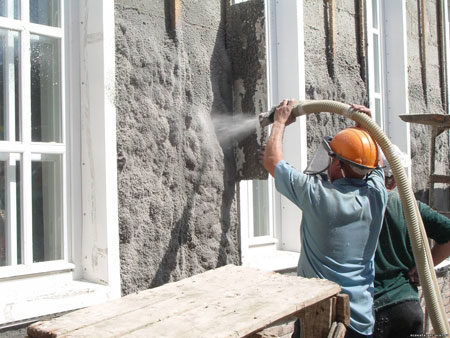 Нанесение эковаты на фасад