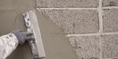 Нанесение грунтовки на фасад