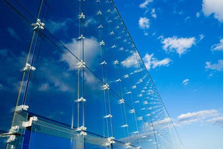 Облицовка стеклянными панелями