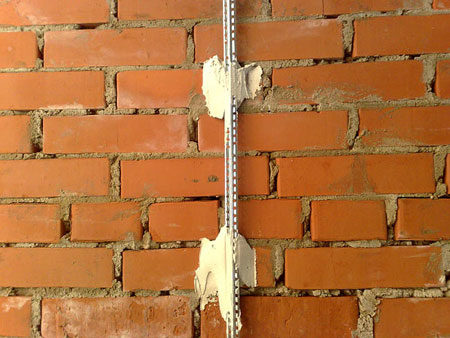 Монтаж маяков на стену